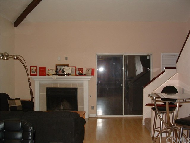 Additional photo for property listing at 1562 Gardena Avenue N  Rialto, California 92376 United States