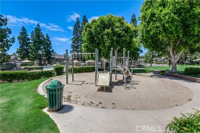 6 Montgomery, Irvine CA: http://media.crmls.org/medias/4cf9cf2b-1407-4e2d-a192-6242447a4ec6.jpg