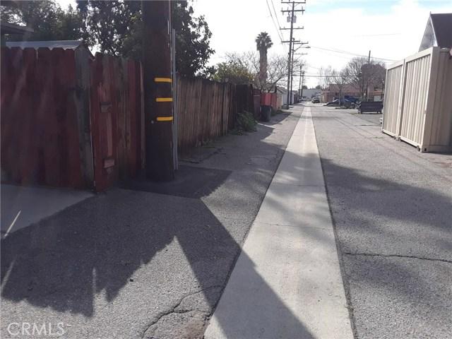 216 N Olive Avenue, Rialto CA: http://media.crmls.org/medias/4d0f94ec-1b21-4a83-b620-05941de2136b.jpg