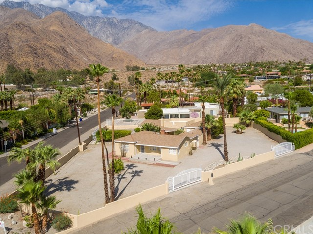 2107 N Vista Grande Avenue, Palm Springs CA: http://media.crmls.org/medias/4d189282-cdda-4171-869d-eaf346473784.jpg