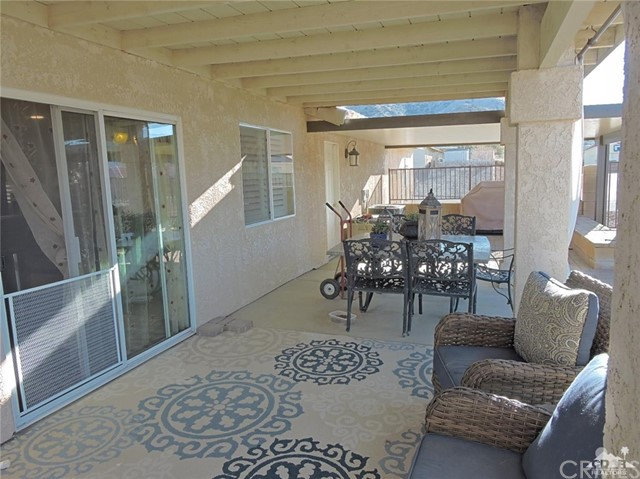 57130 Selecta Avenue, Yucca Valley CA: http://media.crmls.org/medias/4d273c44-571e-4f35-9669-9b2000659552.jpg