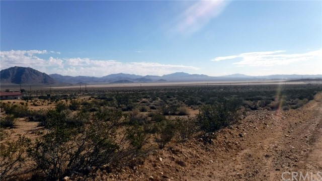 Single Family for Sale at 30600 Cove Road Lucerne Valley, California 92356 United States