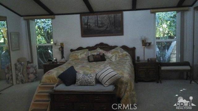39540 Manzanita Drive, Palm Desert CA: http://media.crmls.org/medias/4d3a6ddb-f136-4767-b467-b64d65f69e57.jpg