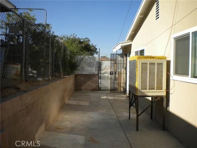 16321 Yucca Avenue, Victorville CA: http://media.crmls.org/medias/4d506ecf-17d5-45d7-8cfd-f7db4ad2e98d.jpg