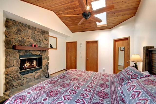 1021 London Lane, Big Bear CA: http://media.crmls.org/medias/4d53c2b3-9639-4ffa-9f3e-0b4235f393d1.jpg
