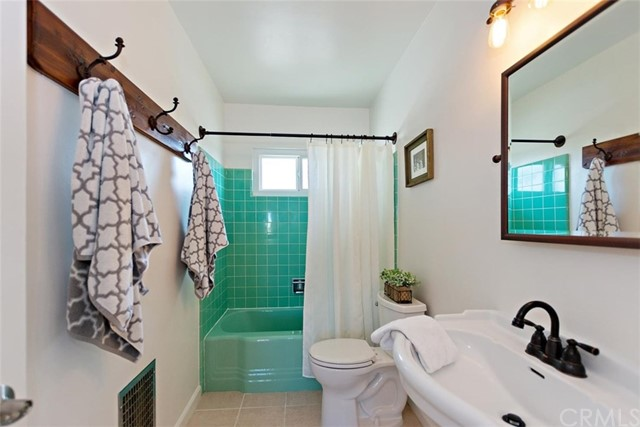 16498 Villa Drive, Victorville CA: http://media.crmls.org/medias/4d5ea0be-1cd9-48f5-89cd-07cdbd2d4ddb.jpg