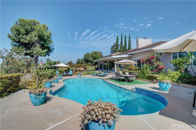 1440 Vista Del Valle Way, La Habra Heights CA: http://media.crmls.org/medias/4d725878-bd31-4836-b622-80a42a9285cd.jpg