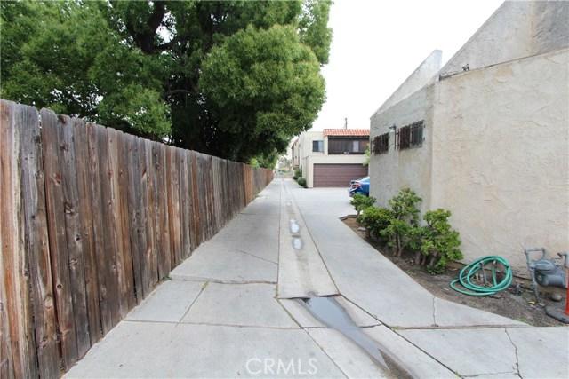 5951 Corona Avenue, Huntington Park CA: http://media.crmls.org/medias/4d725cd1-5432-498e-8cde-74b7841f752c.jpg