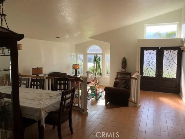 3669 N Live Oak Avenue, Rialto CA: http://media.crmls.org/medias/4d878c5d-8c73-4b9d-a88c-897ac8b16640.jpg