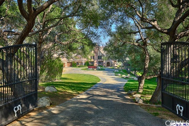 245 Berkshire Avenue, La Canada Flintridge CA: http://media.crmls.org/medias/4d910cd2-4407-4fbb-af0c-be12a408bbac.jpg