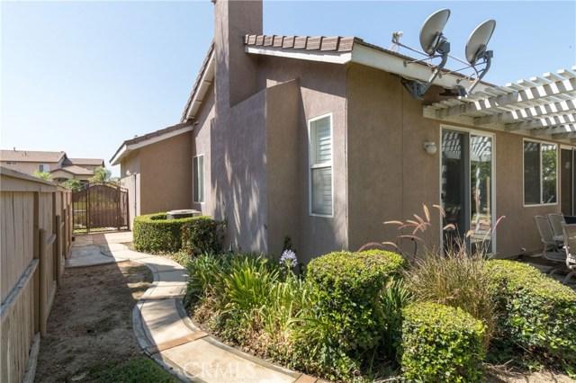 846 W Cromwell Street, Rialto CA: http://media.crmls.org/medias/4daacf78-9e34-490d-b28d-d09230620858.jpg