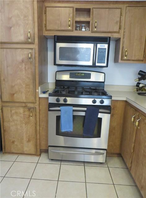 140 W Pioneer Avenue, Redlands CA: http://media.crmls.org/medias/4db149da-fb89-4978-aac7-8d5cd5ed061b.jpg