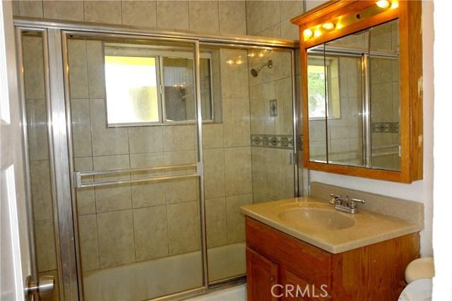 108 S Lowell Street, Lake Elsinore CA: http://media.crmls.org/medias/4dd0dea2-d823-475f-880b-ba8278657d72.jpg