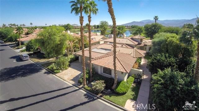 54015 Southern Hills, La Quinta CA: http://media.crmls.org/medias/4de8392b-958a-418b-b800-89050ccf2045.jpg
