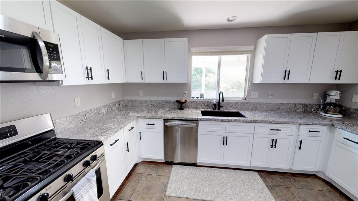 110 Smokethorn Street, Corona CA: http://media.crmls.org/medias/4df2ddcd-6291-4ca1-a42e-612eebb31139.jpg