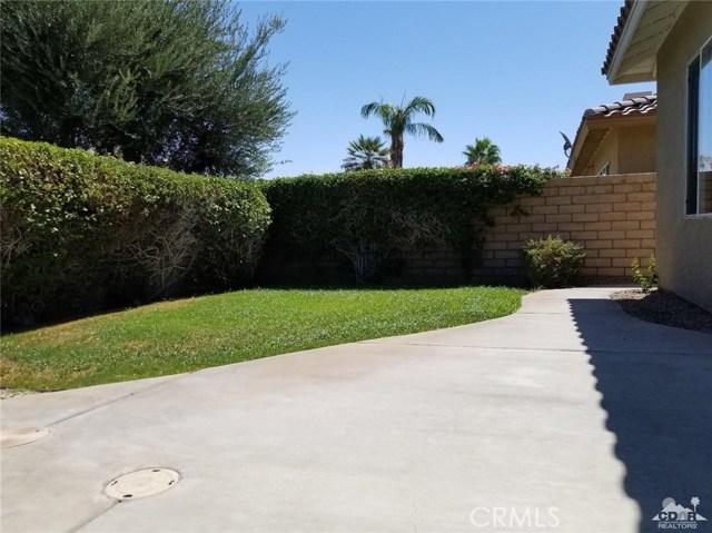 77626 Justin Court, Palm Desert CA: http://media.crmls.org/medias/4e0d03c1-2dad-4799-b3fa-2ece79c2b916.jpg