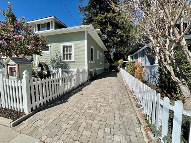 1208 Pismo Street, San Luis Obispo CA: http://media.crmls.org/medias/4e31a36f-cd75-469f-8aad-737f5d156d43.jpg