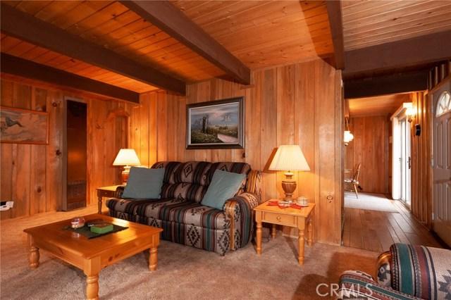 437 Gold Mountain Drive, Big Bear CA: http://media.crmls.org/medias/4e7efb13-a64f-4b50-8714-c373828d75c6.jpg