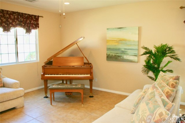 65119 South Cliff Circle, Desert Hot Springs CA: http://media.crmls.org/medias/4e864e62-19d8-41e9-8d44-069d410fb677.jpg