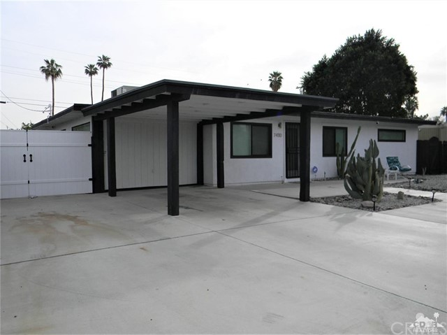 74110 Velardo Drive, Palm Desert CA: http://media.crmls.org/medias/4ea48248-fdc0-47b1-b173-f87b15d09201.jpg