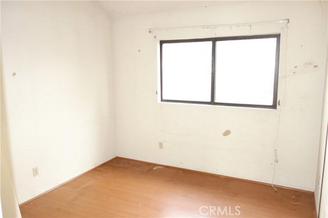 3221 Vineland Avenue, Baldwin Park CA: http://media.crmls.org/medias/4eaab606-f78d-4142-8a25-30944dd41ec9.jpg