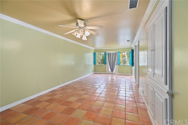 324 W Kendall Street, Corona CA: http://media.crmls.org/medias/4eb00560-6cc7-4c6c-afe6-905582793a58.jpg