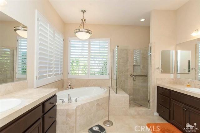 61282 Sapphire Lane, La Quinta CA: http://media.crmls.org/medias/4ec5091c-abf4-4056-b574-7fb779f4ab3f.jpg