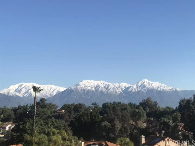13745 Moonshadow Place, Chino Hills CA: http://media.crmls.org/medias/4f24f8fb-3738-409e-9b21-90437cff30a2.jpg