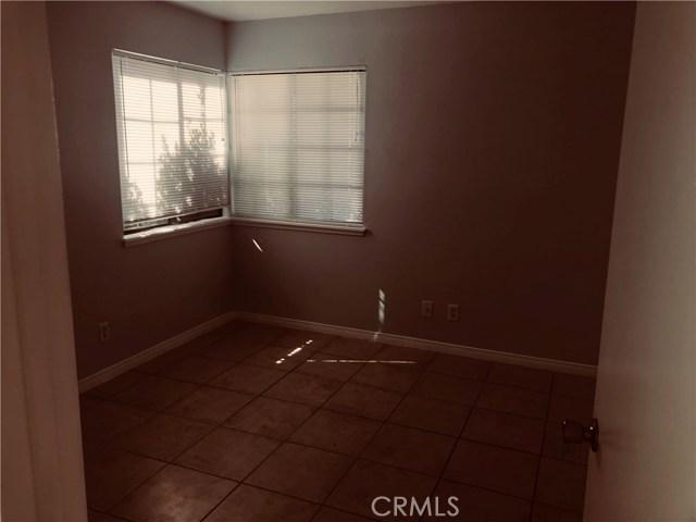 1736 Marcus Avenue, Palmdale CA: http://media.crmls.org/medias/4f3129dd-2b56-47fe-bbce-2e5a114375fa.jpg