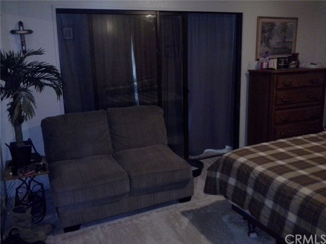 6973 Kouries Way, Oak Hills CA: http://media.crmls.org/medias/4f477c5e-31d2-4090-b4f2-63fff1de6a40.jpg