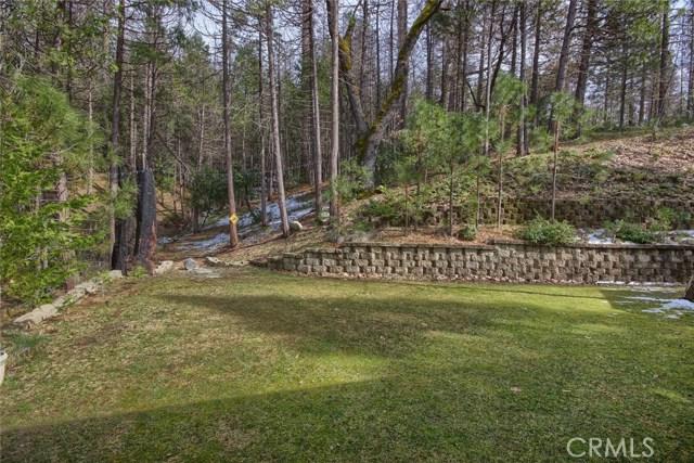 53890 Dogwood Creek Drive, Bass Lake CA: http://media.crmls.org/medias/4f51b5ae-3039-4899-979f-28ebfd47dbdd.jpg