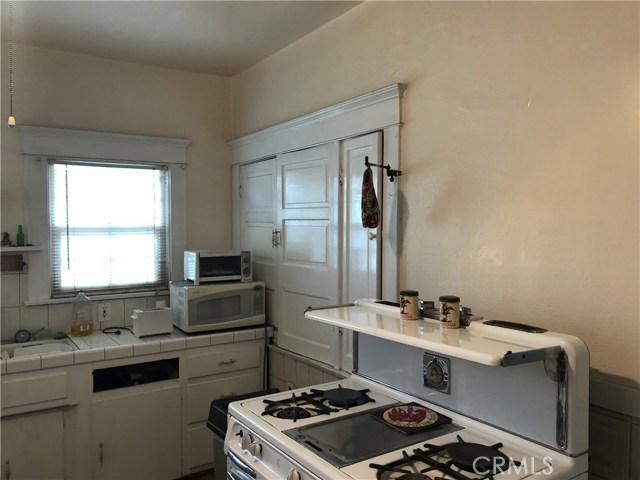 1162 E 54th Street, Los Angeles CA: http://media.crmls.org/medias/4f60baff-0e27-410e-92fd-155342e5418e.jpg