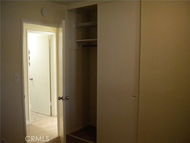 16321 Yucca Avenue, Victorville CA: http://media.crmls.org/medias/4f64b62e-0d81-47ae-84f4-235b52d60b16.jpg