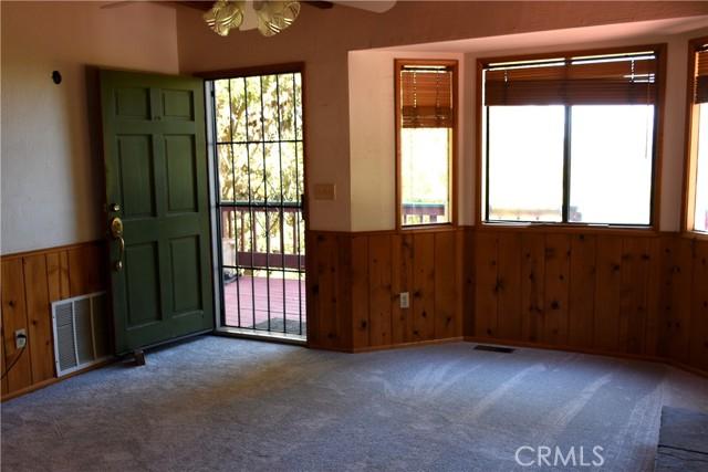 25105 Jewel Drive, Crestline CA: http://media.crmls.org/medias/4f666530-024e-4d9f-badf-a410dfaedac9.jpg