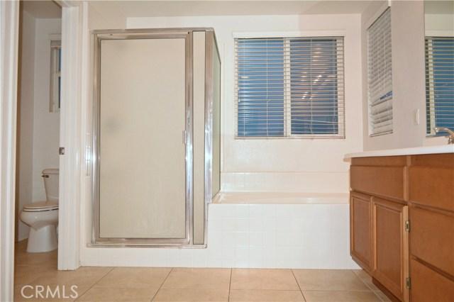 11035 Bay Shore Street, Victorville CA: http://media.crmls.org/medias/4f6740b8-49e8-4c74-b1bd-30b29c829615.jpg