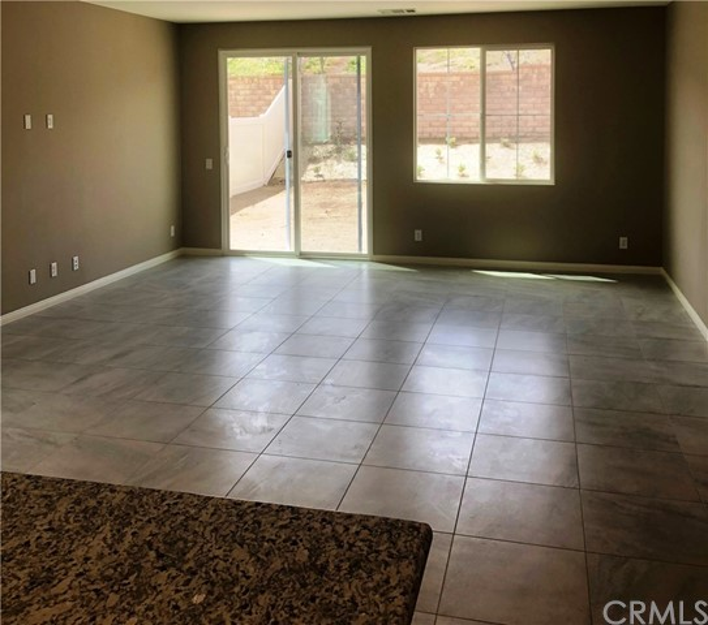 2900 Crocus Place, Palmdale CA: http://media.crmls.org/medias/4f677f40-3721-4b26-a5d0-dfb6b7b5b803.jpg