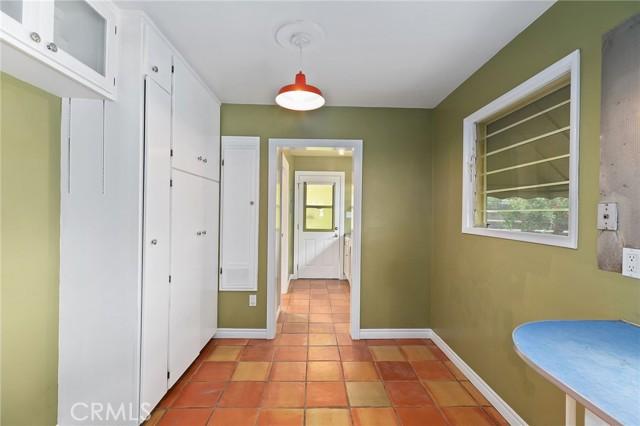 324 W Kendall Street, Corona CA: http://media.crmls.org/medias/4f6cb431-4809-414d-8953-c17a5552f25a.jpg