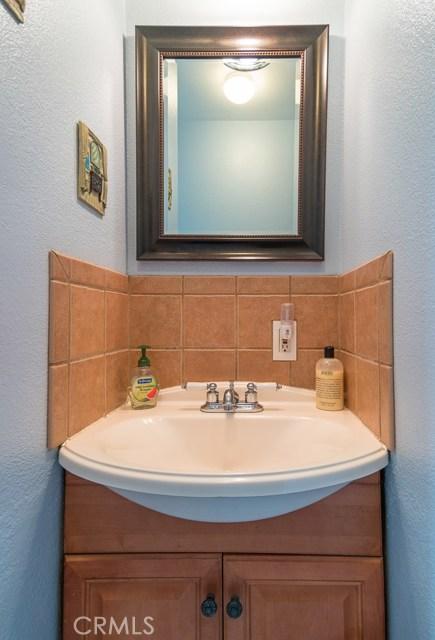 323 E Pomona Street, Santa Ana CA: http://media.crmls.org/medias/4f920f35-d979-4895-9212-6d1153bd8bc9.jpg