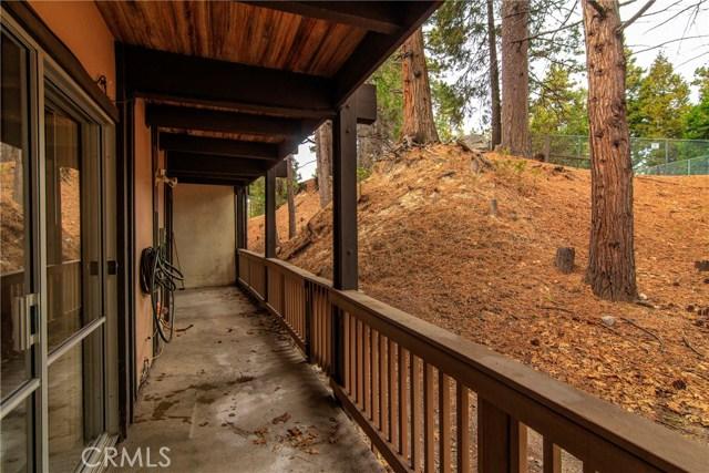 872 Sierra Vista Drive, Twin Peaks CA: http://media.crmls.org/medias/4fb6379b-5289-4b41-b3e4-b696b2e4ae7b.jpg