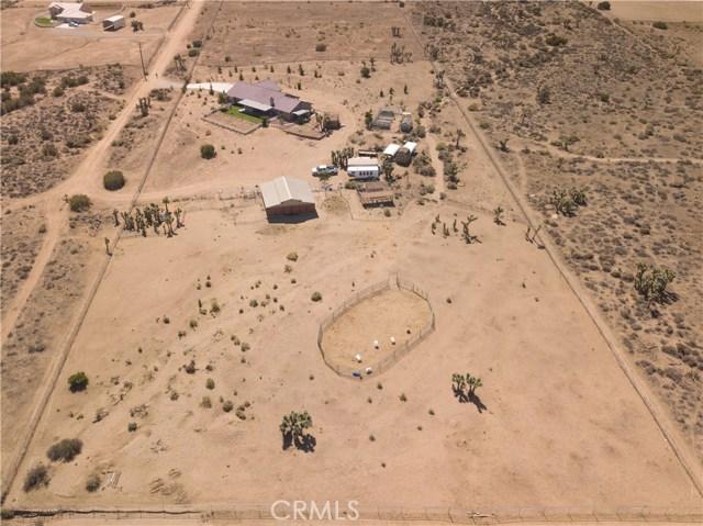 9022 Branding Iron Road, Phelan CA: http://media.crmls.org/medias/4fbbf6ae-8a64-4bcd-9fca-76ef41220f97.jpg