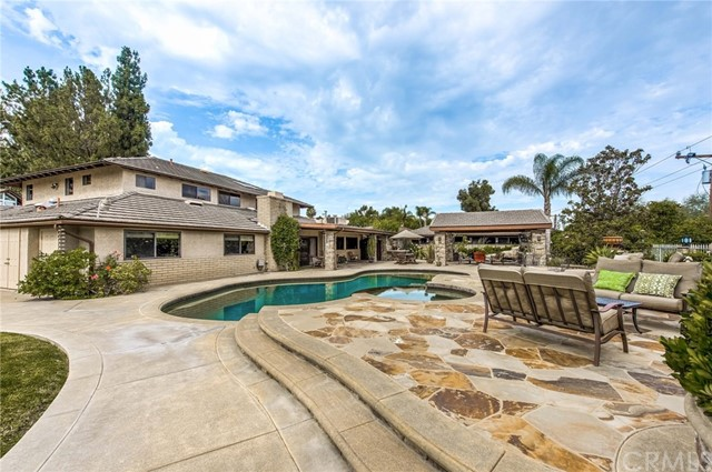 3760 N Hermosa Place