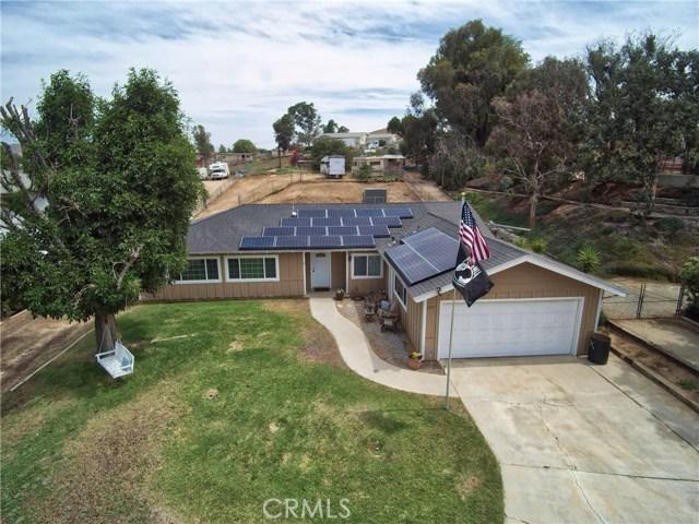 1477 Hilltop Lane, Norco CA: http://media.crmls.org/medias/4fc3c5a0-9bd4-4d13-9c35-cf354ebaddd7.jpg