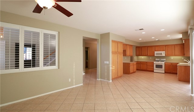 8623 Farmhouse Lane, Riverside CA: http://media.crmls.org/medias/4feb4167-b6af-4776-9c2d-5d3a53143455.jpg