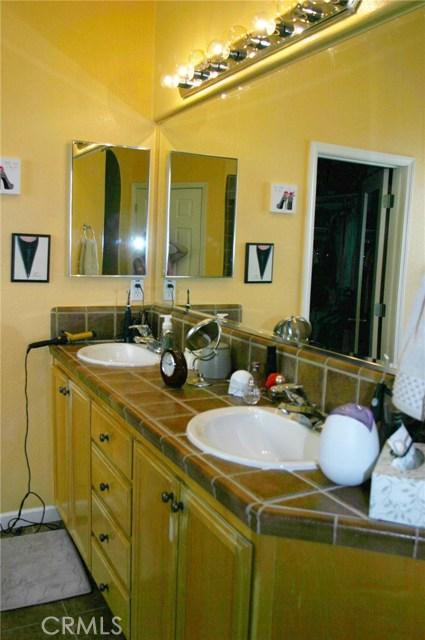 2156 Naples Court, Los Banos CA: http://media.crmls.org/medias/4ff261ab-e551-4b16-839e-a37ecfcaf479.jpg