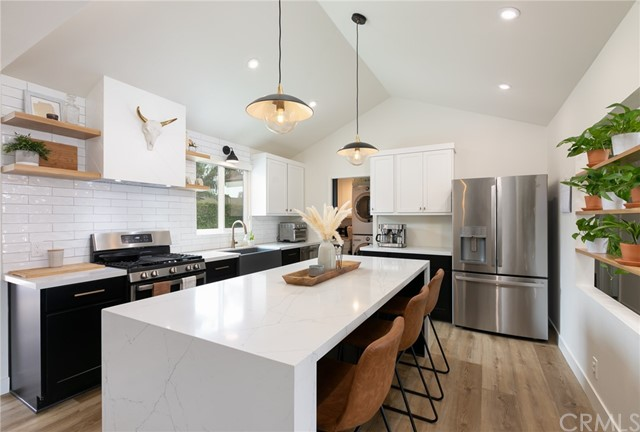 Detail Gallery Image 1 of 1 For 5652 Castle Dr, Huntington Beach,  CA 92649 - 3 Beds | 2 Baths