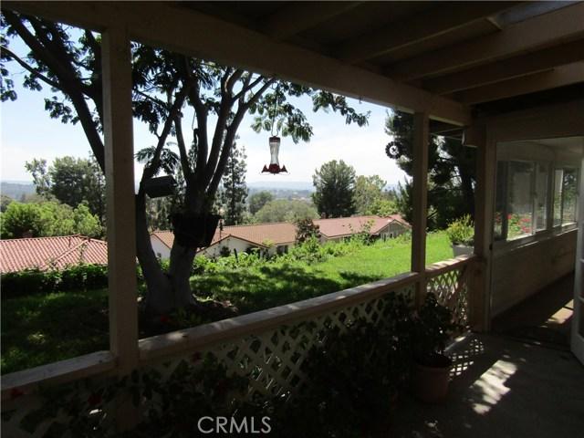 28032 Via Bonalde, Mission Viejo CA: http://media.crmls.org/medias/50416feb-f1dd-4164-b4ae-310f80f4095a.jpg