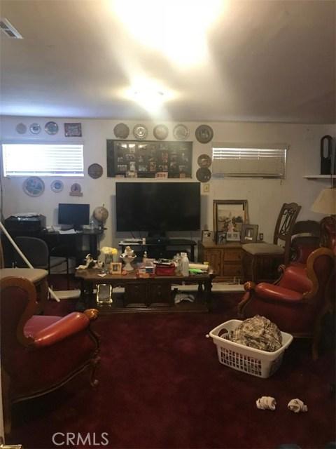 17994 W Kenwood Avenue, San Bernardino CA: http://media.crmls.org/medias/50768a27-5997-45f0-9058-2c3e11f479bc.jpg