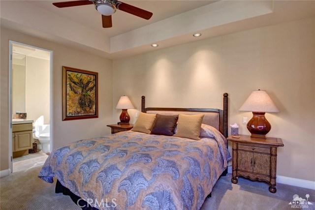 49170 Rancho Pointe, La Quinta CA: http://media.crmls.org/medias/50945e52-1e26-4d0a-ae1f-2094e989a3e0.jpg