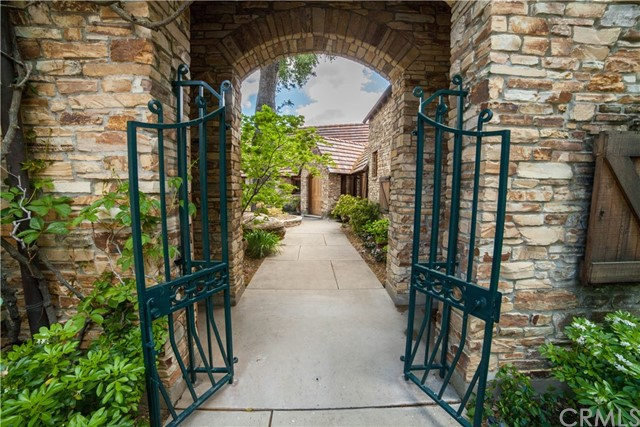 8225 Vineyard Drive, Paso Robles CA: http://media.crmls.org/medias/50c17f35-6cf5-41bd-8f22-513f8ff47482.jpg