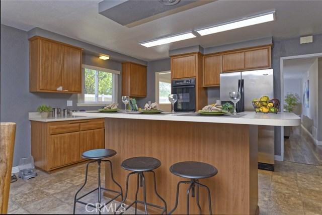 332 Buttonwood Drive, Brea CA: http://media.crmls.org/medias/50c8b4b1-d586-4bff-81d8-efe1c16f026f.jpg